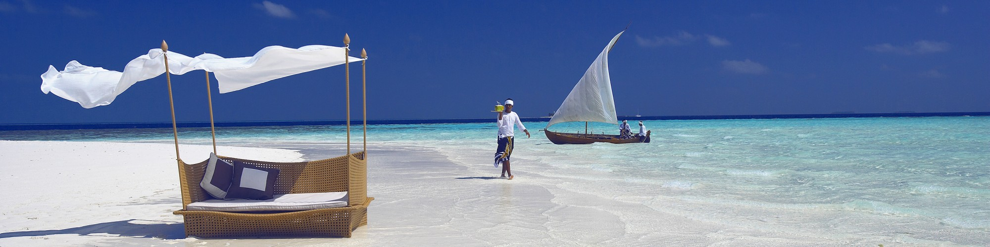 3 ©BM_Waiter on the Sandbank