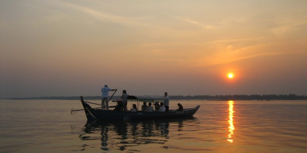 Discovering the magic of a sunset from the Tonle Sap_mythical river in PNH