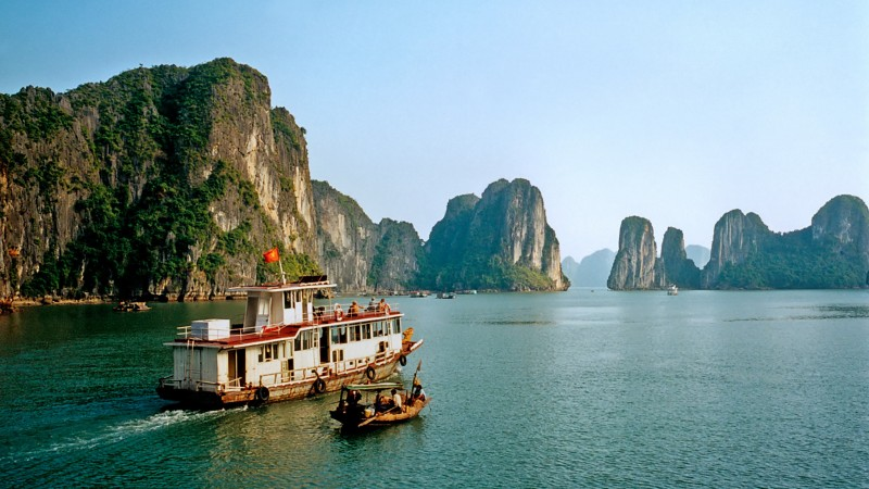 cruise_boats,_halong_bay[1]