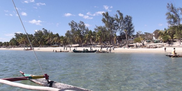 Madagascar - Ifaty - Canoes by Ifaty beach - By Smiley.toerist [CC BY-SA 3.0  (https://creativecommons.org/licenses/by-sa/3.0)]