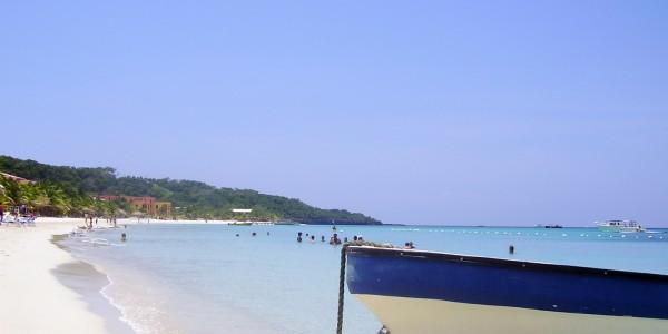 Honduras - Bay Islands - Roatan boat