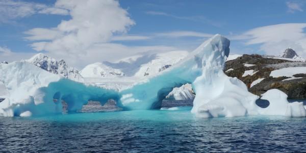 AN - Gen - Quark - Stunning icebers