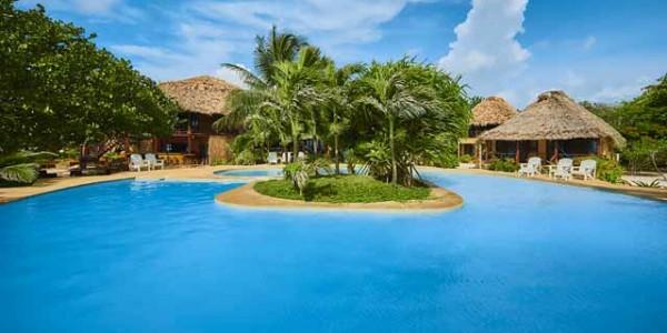 Belize - Ambergis and Caulker Cayes - Portofino - Pool