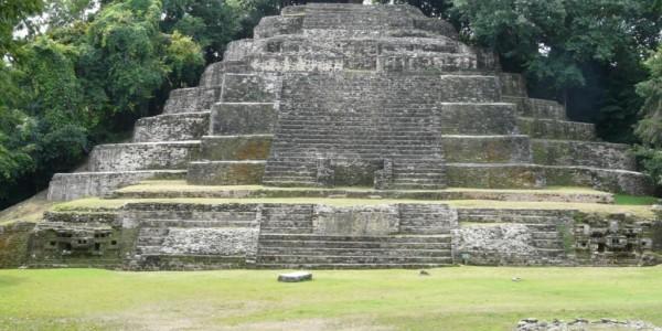 Belize - Orange Walk - Lamanai - Mayan Pyramid