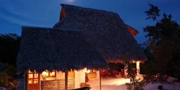 Guatemala - Flores & Tikal - La Lancha - Night