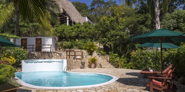 Guatemala - Flores & Tikal - La Lancha - Pool