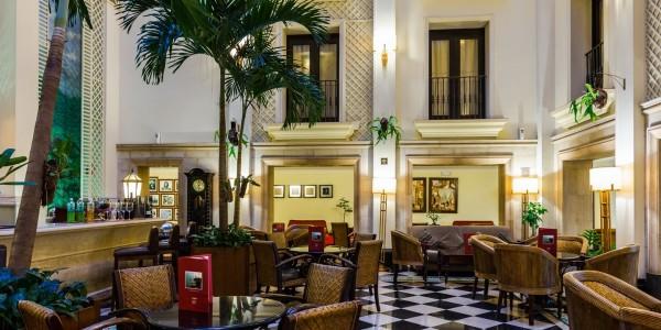 Cuba - Havana - Saratoga - Bar