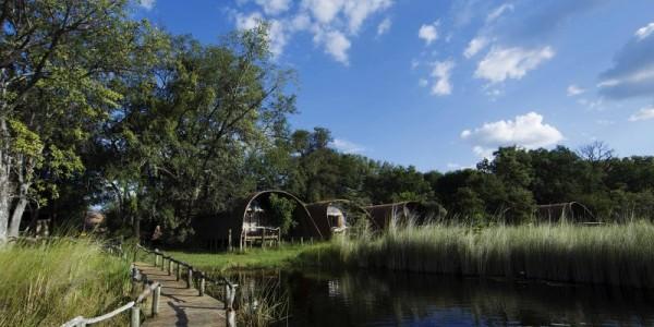 Botswana - Moremi - Okuti Camp - River