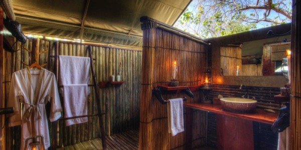 Botswana - Moremi - Xakanaxa Camp - Bathroom