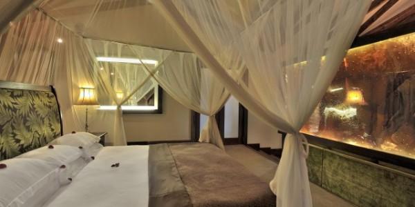Tanzania - Arusha - Arusha Coffee Lodge - Plantation Suite Bed