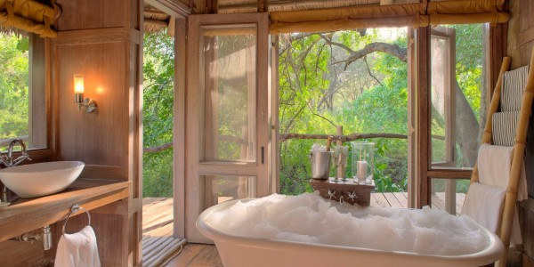 Tanzania - Lake Manyara National Park - andBeyond Lake Manyara Tree Lodge - Indoor Bath