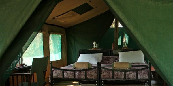 Tanzania - Ruaha National Park - Mdonya Old River Camp - Bed