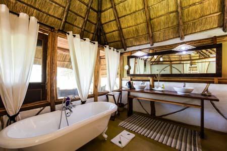Uganda - Murchison Falls National Park - Baker's Lodge - Bathroom