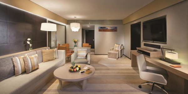 Jumeirah Beach Hotel - Family Garden Suite - Living Room