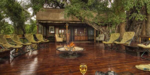 Botswana - Central Kalahari - Dinaka Lodge - Fire