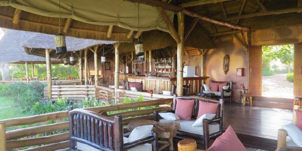 Uganda - Queen Elizabeth National Park - Katara Lodge - Bar