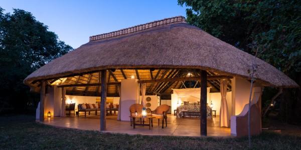 Zambia - South Luangwa National Park - Robin Pope Safaris - Nkwali Chalet