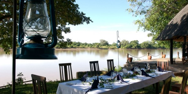 Zambia - South Luangwa National Park - Robin Pope Safaris - Nkwali Dining