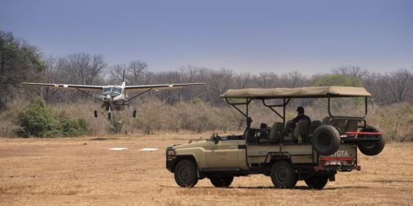 Zimbabwe - Mana Pools National Park - Kanga Camp - Bush Plane