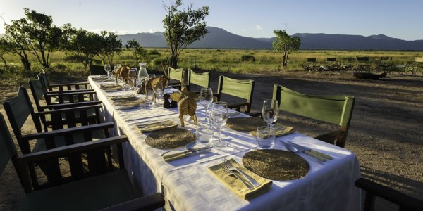 Zimbabwe - Mana Pools National Park - John's Camp - Dining