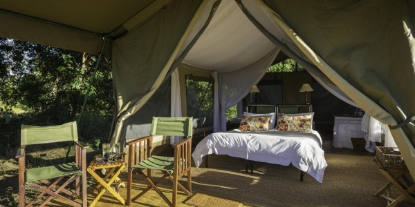 Zimbabwe - Mana Pools National Park - John's Camp - Room