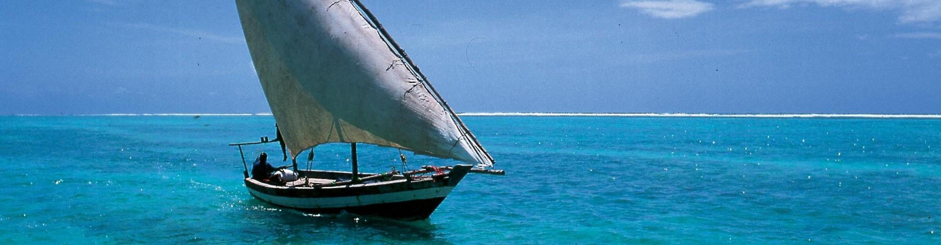 Dhow at sea 2488x1919