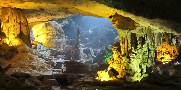 Ha Long_Quang Ninh_Vietnam_ Halong bay_ Surprise cave