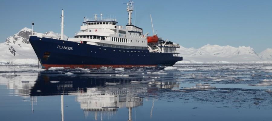 Antarctica December 2010, PLA023, Antarctic Peninsula with South Shetlands, Plancius: Paradise Bay
