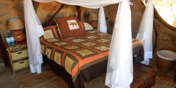 Kenya - Northern Kenya - Saruni Rhino - Bed