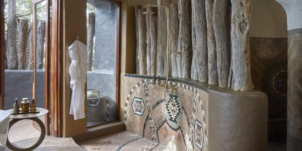 Zimbabwe - Malilangwe Private Wildlife Reserve - Singita Pamushana Lodge - Bathroom