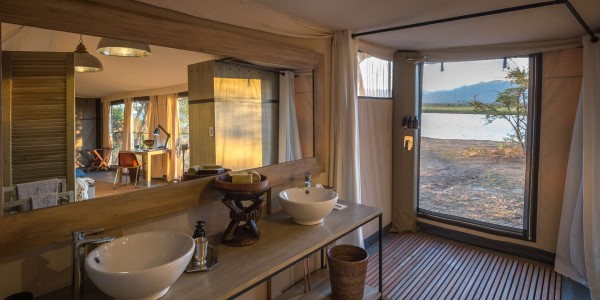 Zimbabwe - Mana Pools National Park - Ruckomechi Camp - Bathroom