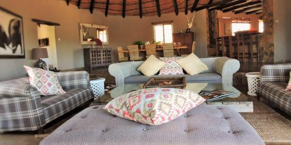 Zimbabwe - Matobo Hills National Park - Amalinda Lodge - Lounge Area
