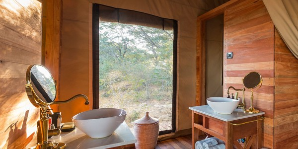 Zimbabwe - Hwange National Park - Verney's Camp - Bathroom