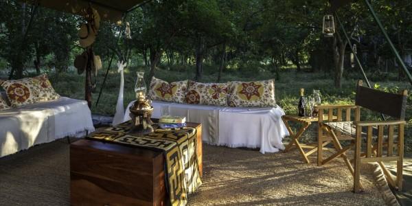 Zimbabwe - Mana Pools National Park - John's Camp - Lounge