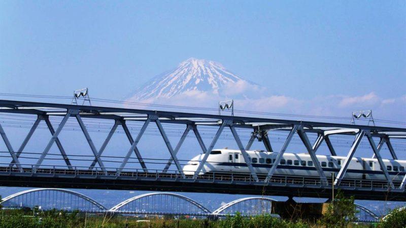 bullet-train-passing-mt-fuji---credit-akira-okada-and-jnto